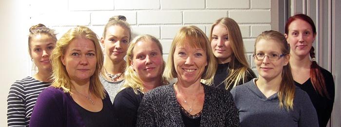 Takana vasemmalta oikealle: Sini Siimekselä, Kaisa Annala, Pia Mäkinen, Anna Peltola, Pinja Saarinen. Edessä vasemmalta oikealle: Susanna Oksjoki, Eija Halkola ja Kristiina Viitanen